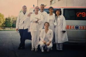 Djelatnici hitne medicinske pomoći početkom ovoga stoljeća pri domu zdravlja Slavonski Brod